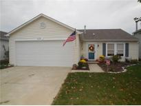 View 2139 Bridlewood Dr Franklin IN